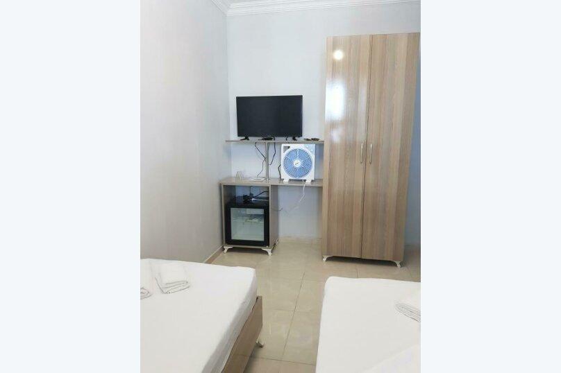 Бюджетный двухместный номер с 2 отдельными кроватями , улица Палавандишвили, 8, Батуми - Фотография 2