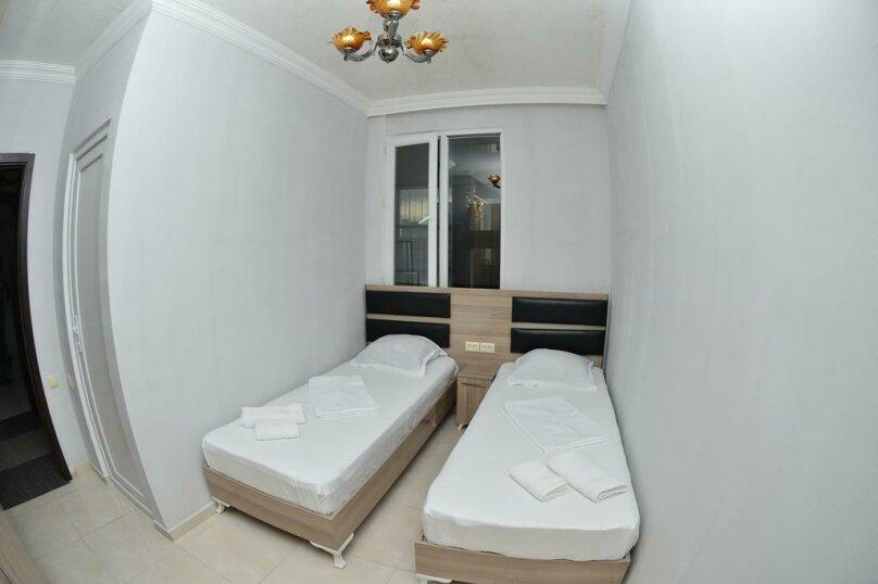 Бюджетный двухместный номер с 2 отдельными кроватями , улица Палавандишвили, 8, Батуми - Фотография 4