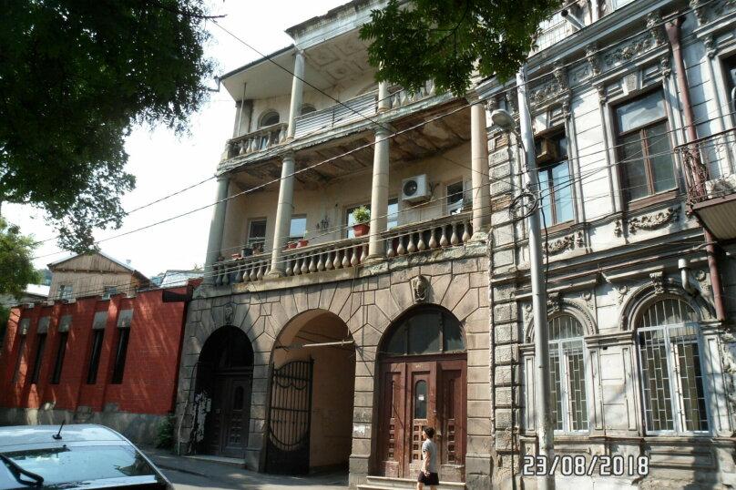 1-комн. квартира, 50 кв.м. на 4 человека, улица Геронтия Кикодзе, 3, Тбилиси - Фотография 1