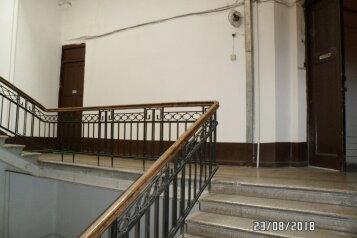 1-комн. квартира, 50 кв.м. на 4 человека, улица Геронтия Кикодзе, Тбилиси - Фотография 2