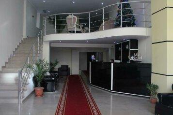 Отель в Батури, улица Зураба Горгиладзе, 75 на 33 номера - Фотография 1