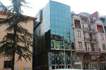 Отель в Батури, улица Зураба Горгиладзе, 75 на 33 номера - Фотография 3