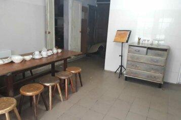 Дом художника  с русской печью, но без горячей воды, 100 кв.м. на 3 человека, 2 спальни, проспект Мира, 76, Голицыно - Фотография 2