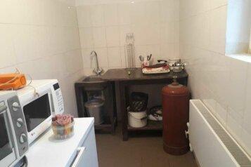 Дом художника  с русской печью, но без горячей воды, 100 кв.м. на 3 человека, 2 спальни, проспект Мира, 76, Голицыно - Фотография 3