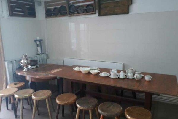 Дом художника  с русской печью, но без горячей воды, 100 кв.м. на 3 человека, 2 спальни, проспект Мира, 76, Голицыно - Фотография 1