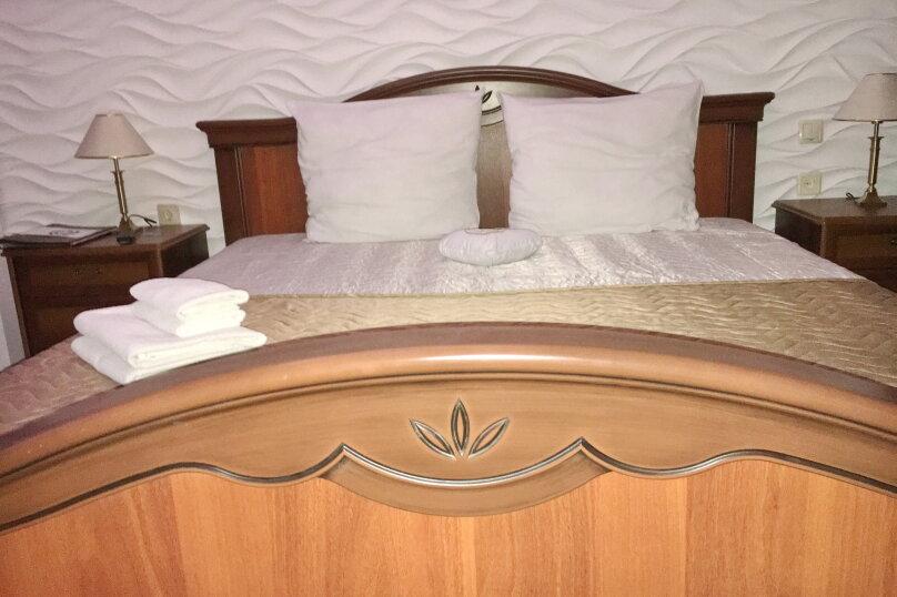 Номер полулюкс COSMOS #10 с оригинальным дизайном, двуспальной кроватью, диваном и собственной ванной комнатой, Красногорский бульвар, 24, Красногорск - Фотография 3