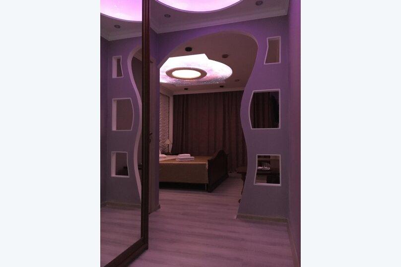 Номер полулюкс COSMOS #10 с оригинальным дизайном, двуспальной кроватью, диваном и собственной ванной комнатой, Красногорский бульвар, 24, Красногорск - Фотография 5