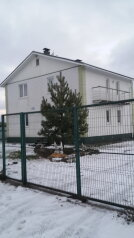 Дом, 160 кв.м. на 8 человек, 4 спальни, пос. Тайцы, улица Новостроек, 5, Санкт-Петербург - Фотография 1