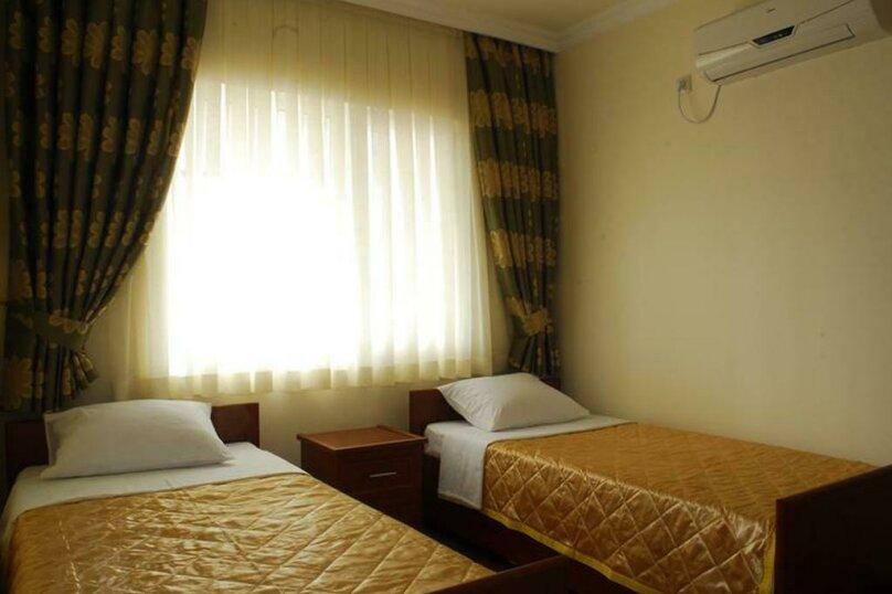"""Отель """"Family"""", улица Николая Бараташвили, 1 на 6 номеров - Фотография 31"""