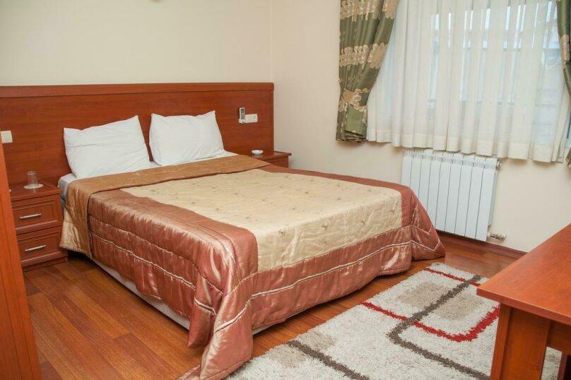 """Отель """"Family"""", улица Николая Бараташвили, 1 на 6 номеров - Фотография 28"""