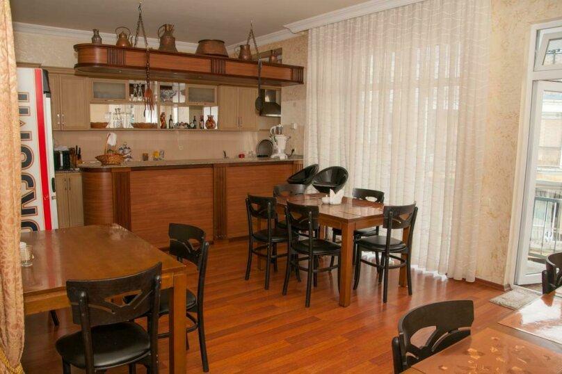 """Отель """"Family"""", улица Николая Бараташвили, 1 на 6 номеров - Фотография 6"""