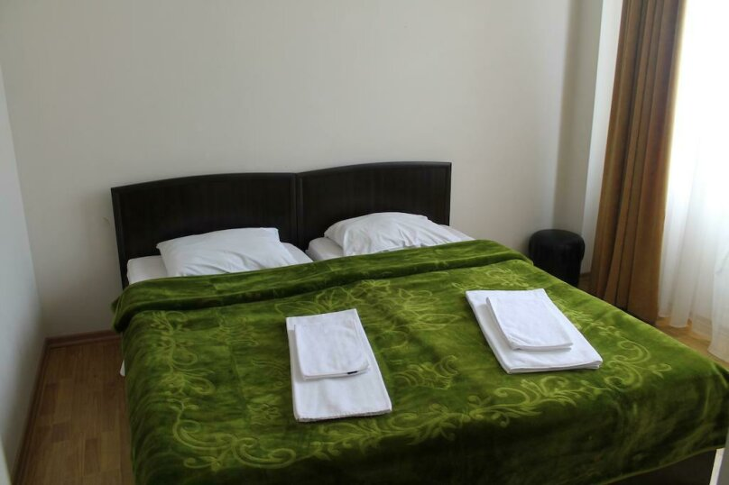 Стандартный двухместный номер с двумя отдельными кроватями, улица Табидзе, 4, Батуми - Фотография 1