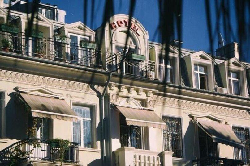 """Отель """"Family"""", улица Николая Бараташвили, 1 на 6 номеров - Фотография 12"""