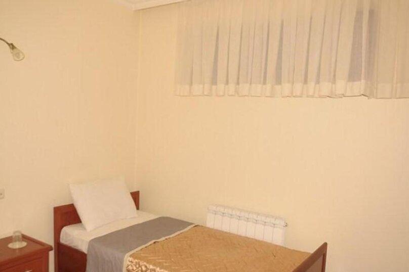 """Отель """"Family"""", улица Николая Бараташвили, 1 на 6 номеров - Фотография 33"""