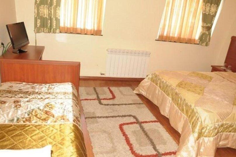 """Отель """"Family"""", улица Николая Бараташвили, 1 на 6 номеров - Фотография 24"""