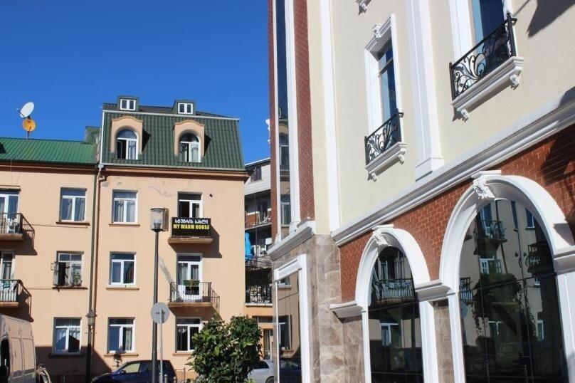 """Гостевой дом """"My Warm Guest House"""", улица Ахмеда Мелашвили, 2 на 10 комнат - Фотография 1"""