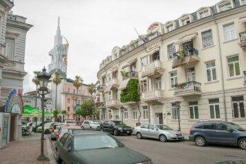 """Отель """"Family"""", улица Николая Бараташвили, 1 на 6 номеров - Фотография 1"""