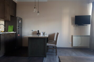 2-комн. квартира, 60 кв.м. на 2 человека, улица Сулхана Цинцадзе, Тбилиси - Фотография 2