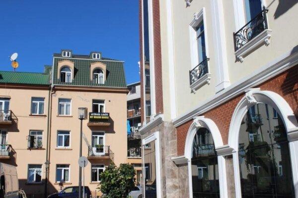 """Гостевой дом """"My Warm Guest House """"в Батуми, улица Ахмеда Мелашвили, 2 на 10 номеров - Фотография 1"""