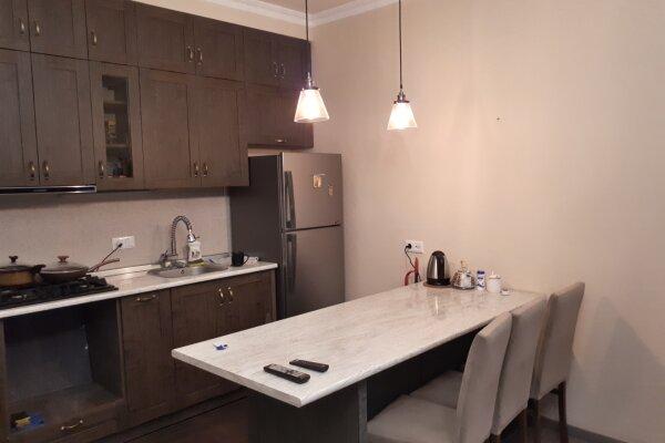 2-комн. квартира, 60 кв.м. на 2 человека, улица Сулхана Цинцадзе, 26, Тбилиси - Фотография 1