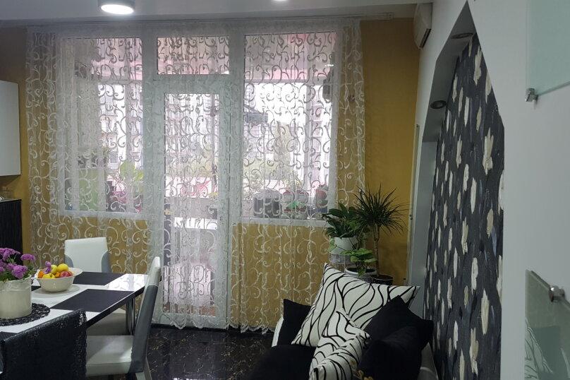 5-комн. квартира, 140 кв.м. на 9 человек, улица Инасаридзе, 4, Батуми - Фотография 2
