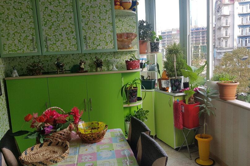 5-комн. квартира, 140 кв.м. на 9 человек, улица Инасаридзе, 4, Батуми - Фотография 18