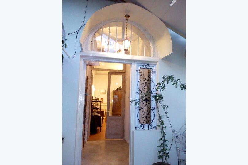 3-комн. квартира, 300 кв.м. на 4 человека, проспект Шота Руставели, 46, Тбилиси - Фотография 2