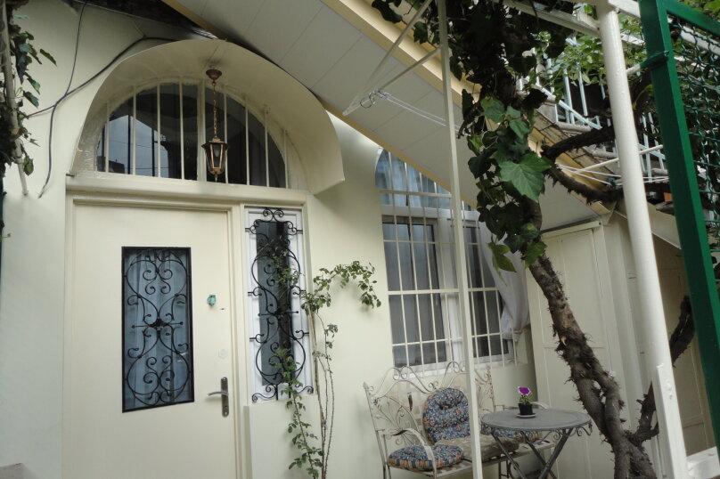 3-комн. квартира, 300 кв.м. на 4 человека, проспект Шота Руставели, 46, Тбилиси - Фотография 3
