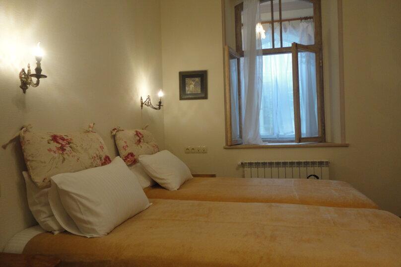 3-комн. квартира, 300 кв.м. на 4 человека, проспект Шота Руставели, 46, Тбилиси - Фотография 10