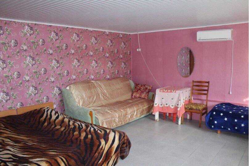 Комната 5-ти местная, Сиреневая улица, 13, Морское - Фотография 1