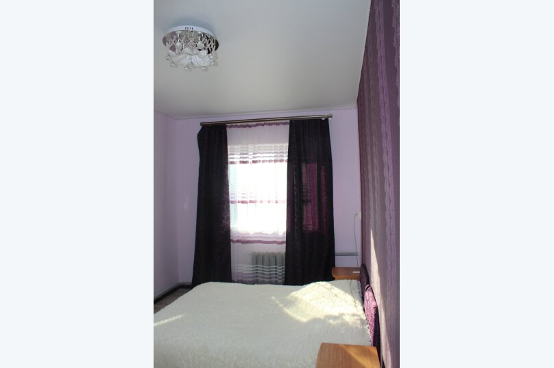 Комната 3-х местная, Сиреневая улица, 13, Морское - Фотография 1