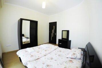 3-комн. квартира, 100 кв.м. на 5 человек, улица Павла Ингороквы, 19, Тбилиси - Фотография 1