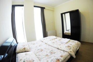 3-комн. квартира, 100 кв.м. на 5 человек, улица Павла Ингороквы, Тбилиси - Фотография 2