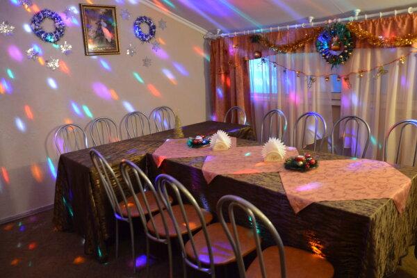 Дом в аренду посуточно, 180 кв.м. на 15 человек, 4 спальни, улица Борцов Революции, 41, Пермь - Фотография 1