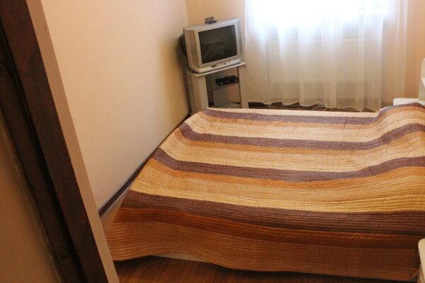 1-комн. квартира, 30 кв.м. на 10 человек, улица Македонского, 6, Симферополь - Фотография 1