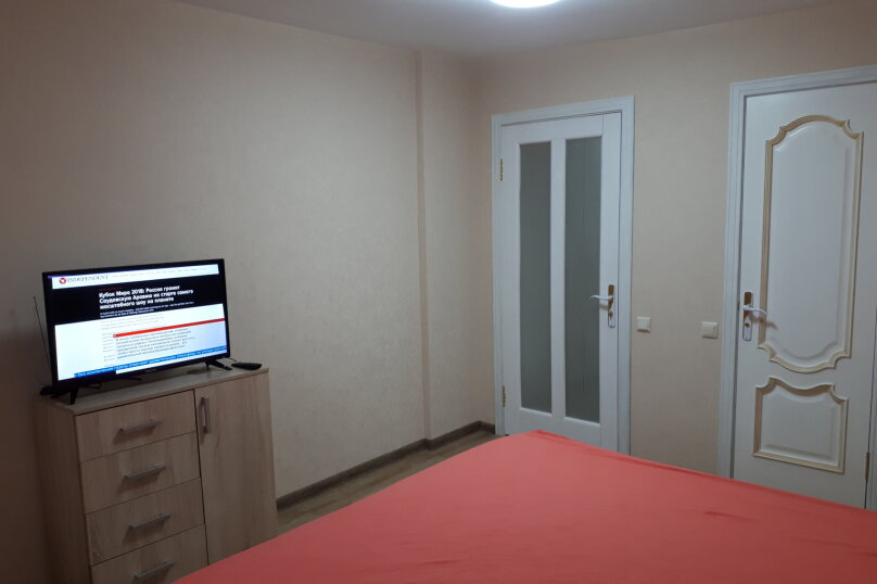 2-комн. квартира, 55 кв.м. на 5 человек, Донская улица/переулок Бокуна, 26А/33Б, Симферополь - Фотография 1