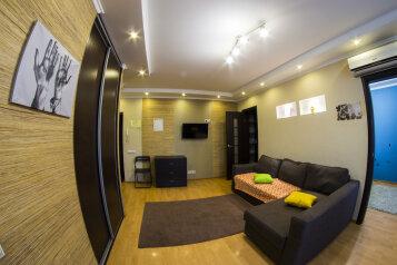 2-комн. квартира, 33 кв.м. на 4 человека, проспект Карла Маркса, 26, Омск - Фотография 1