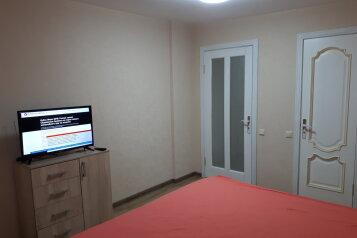 2-комн. квартира, 55 кв.м. на 4 человека, Донская улица/переулок Бокуна, 26А/33Б, Симферополь - Фотография 1