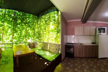 Коттедж 2-х. комнатный на 6 человек, 55 кв.м. на 6 человек, 2 спальни, ул. Озен-бою, пер3, д.1, Морское - Фотография 1