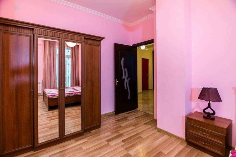 4-комн. квартира, 118 кв.м. на 10 человек, улица Георгия Кучишвили, 10, Тбилиси - Фотография 3