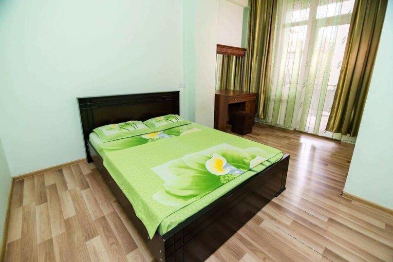 4-комн. квартира, 118 кв.м. на 10 человек, улица Георгия Кучишвили, 10, Тбилиси - Фотография 5