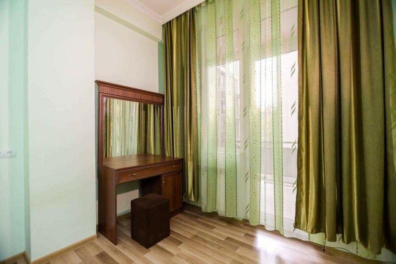 4-комн. квартира, 118 кв.м. на 10 человек, улица Георгия Кучишвили, 10, Тбилиси - Фотография 6