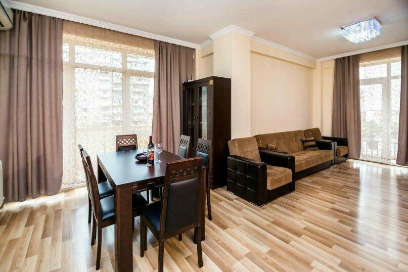 4-комн. квартира, 118 кв.м. на 10 человек, улица Георгия Кучишвили, 10, Тбилиси - Фотография 14