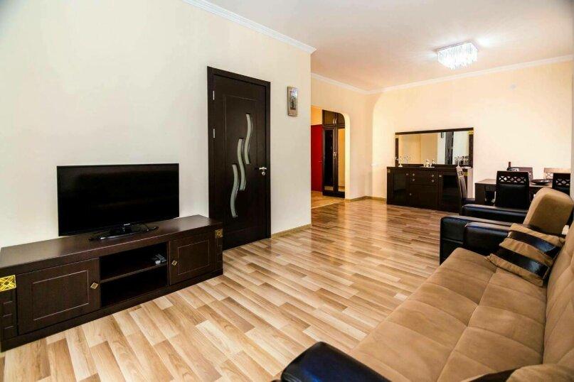 4-комн. квартира, 118 кв.м. на 10 человек, улица Георгия Кучишвили, 10, Тбилиси - Фотография 15