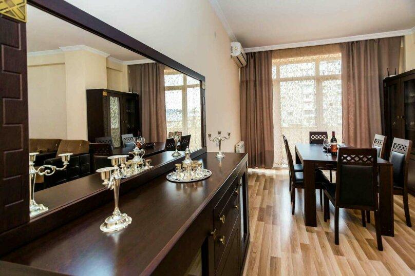 4-комн. квартира, 118 кв.м. на 10 человек, улица Георгия Кучишвили, 10, Тбилиси - Фотография 16