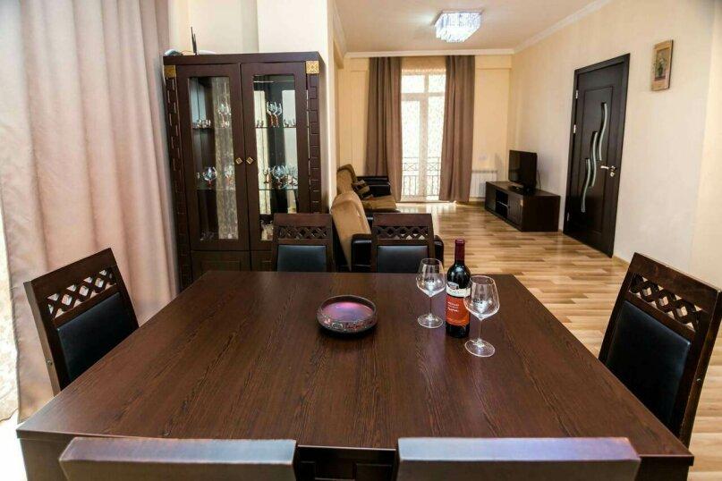 4-комн. квартира, 118 кв.м. на 10 человек, улица Георгия Кучишвили, 10, Тбилиси - Фотография 20