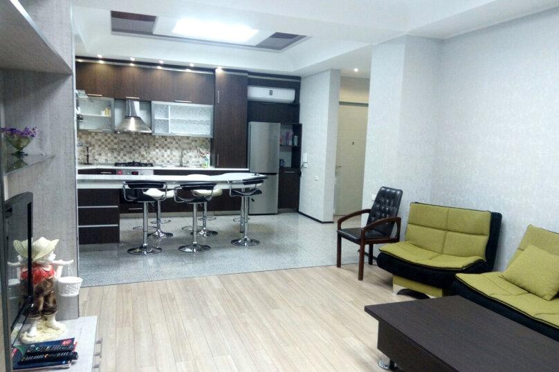 3-комн. квартира, 95 кв.м. на 4 человека, улица Павла Ингороквы, 19, Тбилиси - Фотография 1