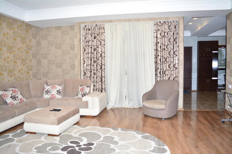 3-комн. квартира, 80 кв.м. на 4 человека, улица Тамары Човелидзе, 6, Тбилиси - Фотография 10