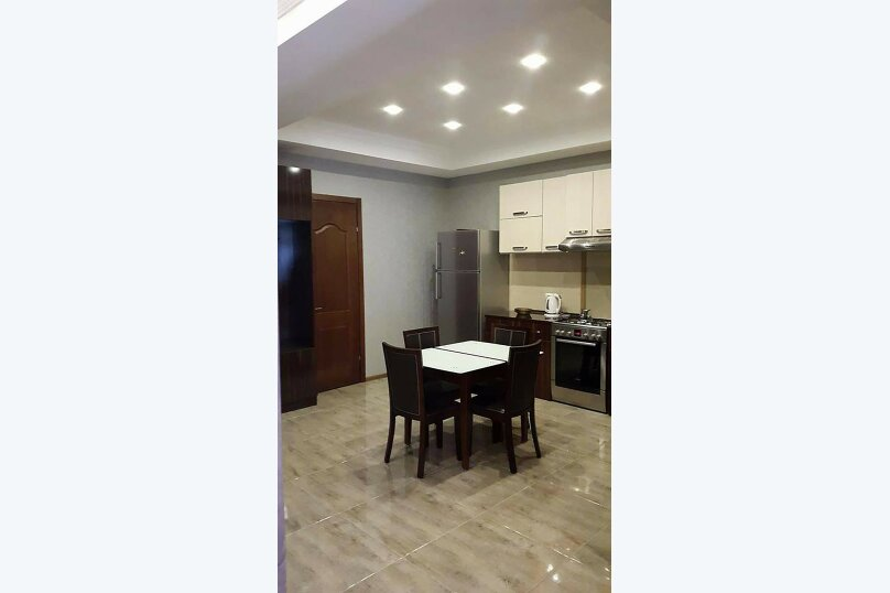 3-комн. квартира, 80 кв.м. на 4 человека, улица Тамары Човелидзе, 6, Тбилиси - Фотография 11