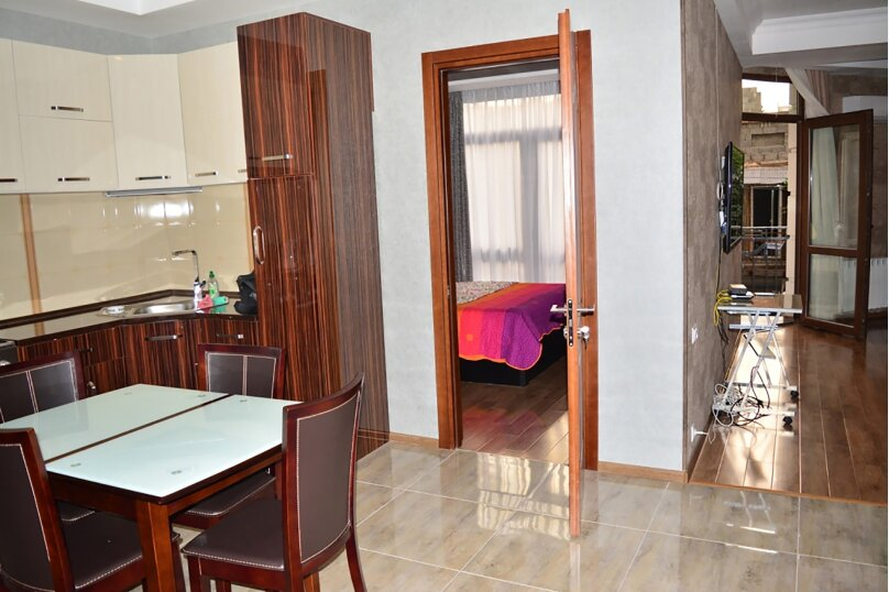 3-комн. квартира, 80 кв.м. на 4 человека, улица Тамары Човелидзе, 6, Тбилиси - Фотография 14